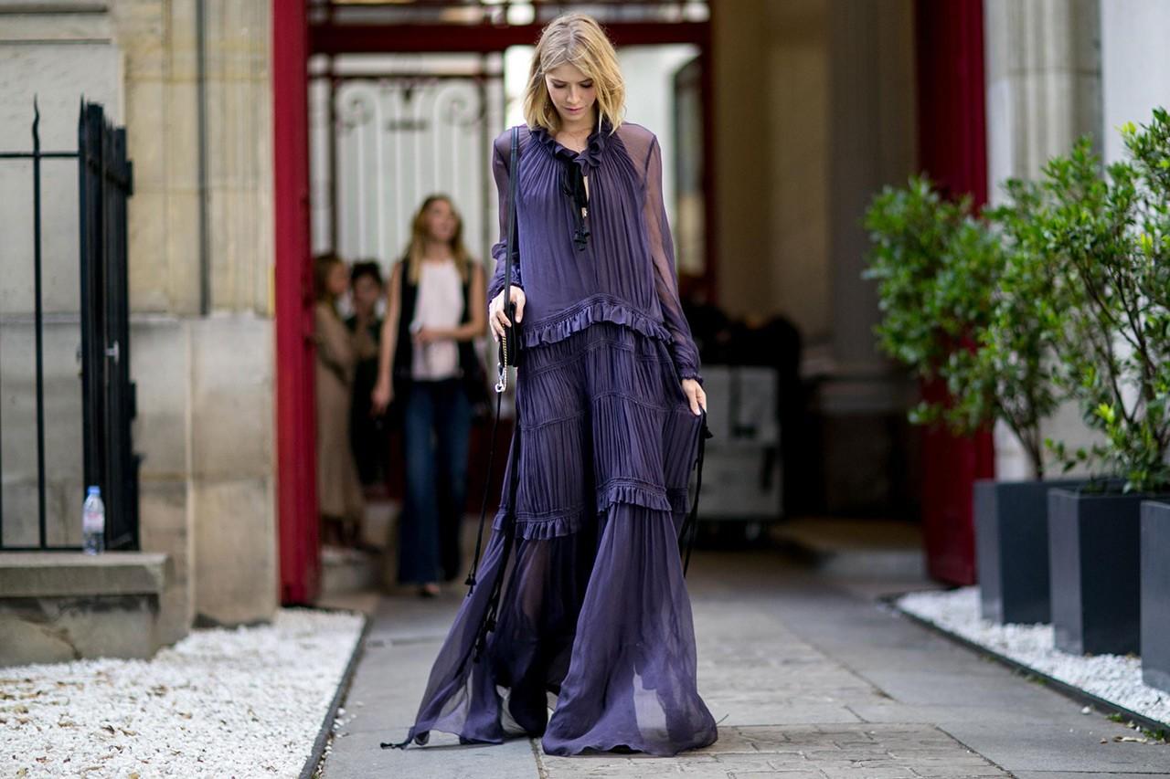 Το ιδανικό φόρεμα για τις μεταβατικές περιόδους - GLOW.GR fbf00a3eed6
