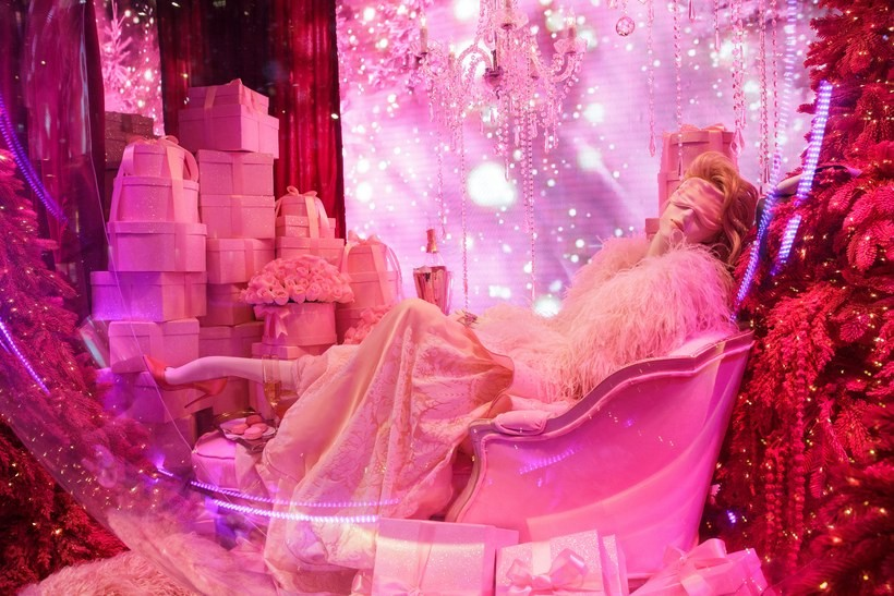 saks-fifth-avenue-new-york-ny-saks-2018-holiday-window-unveiling-and-light-show-12.jpg