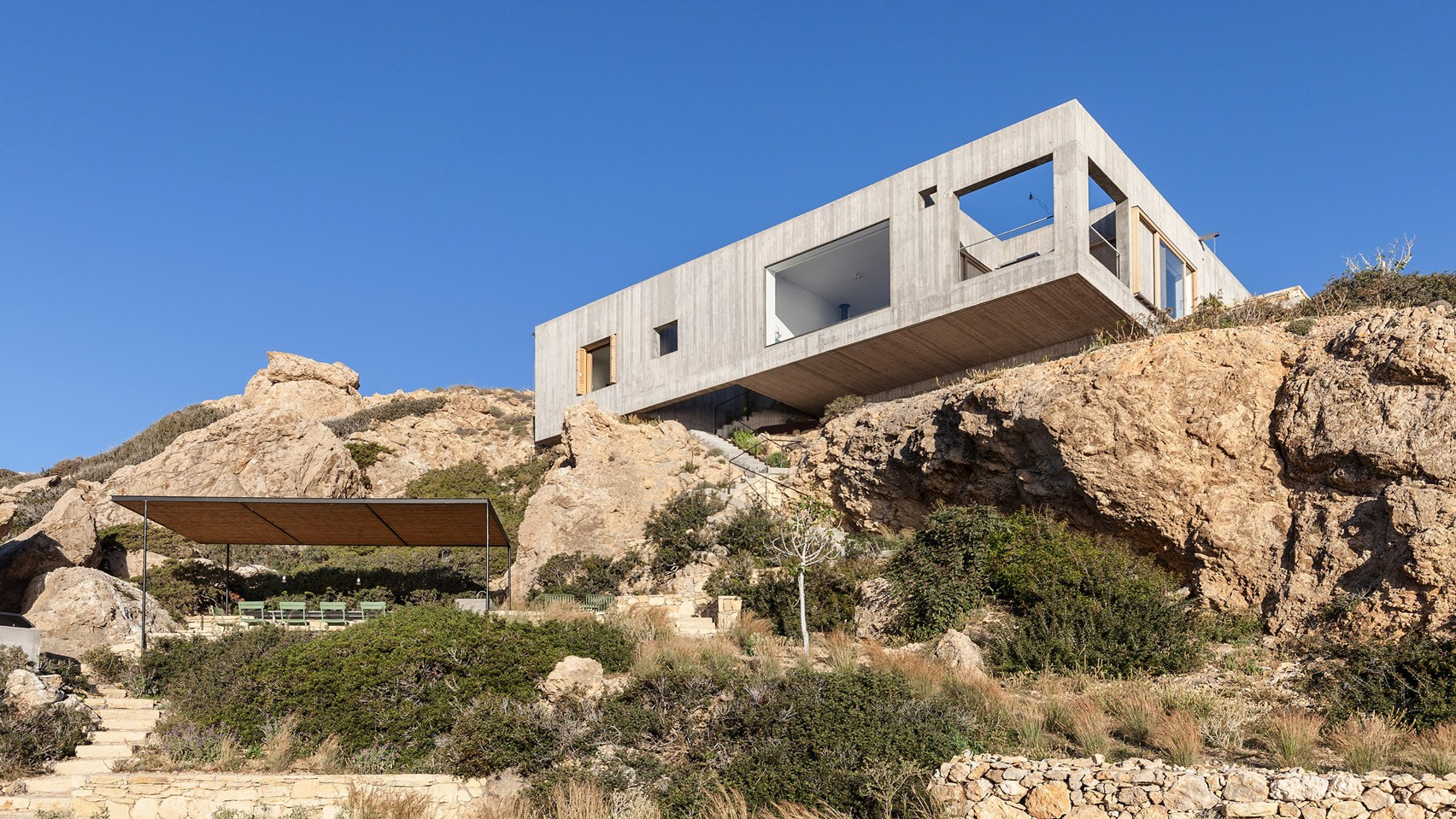 patio-house-ooak-architects-residential-architecture-house-greece-dezeen-2364-hero.jpg