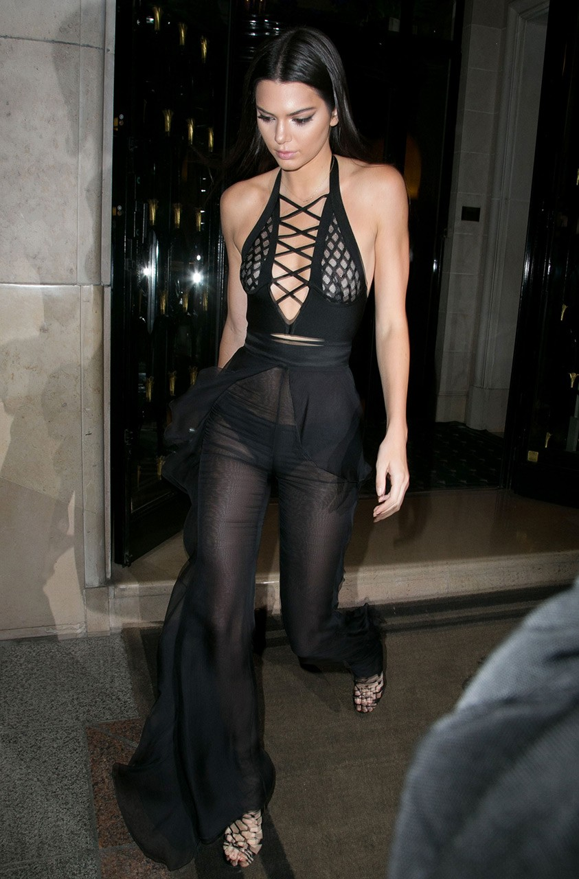 celebrities-wide-leg-pants-4.jpg