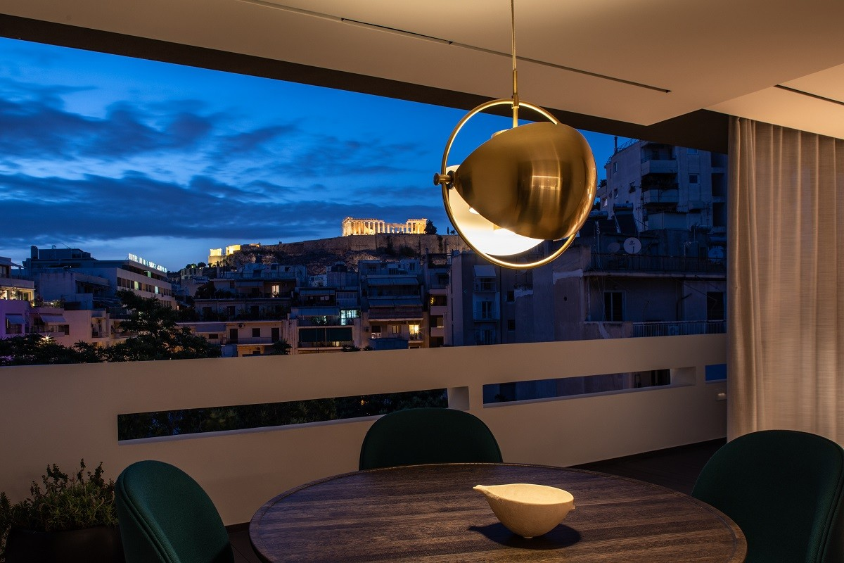 urban-stripes-acroview-table-with-acropolis-view.jpg