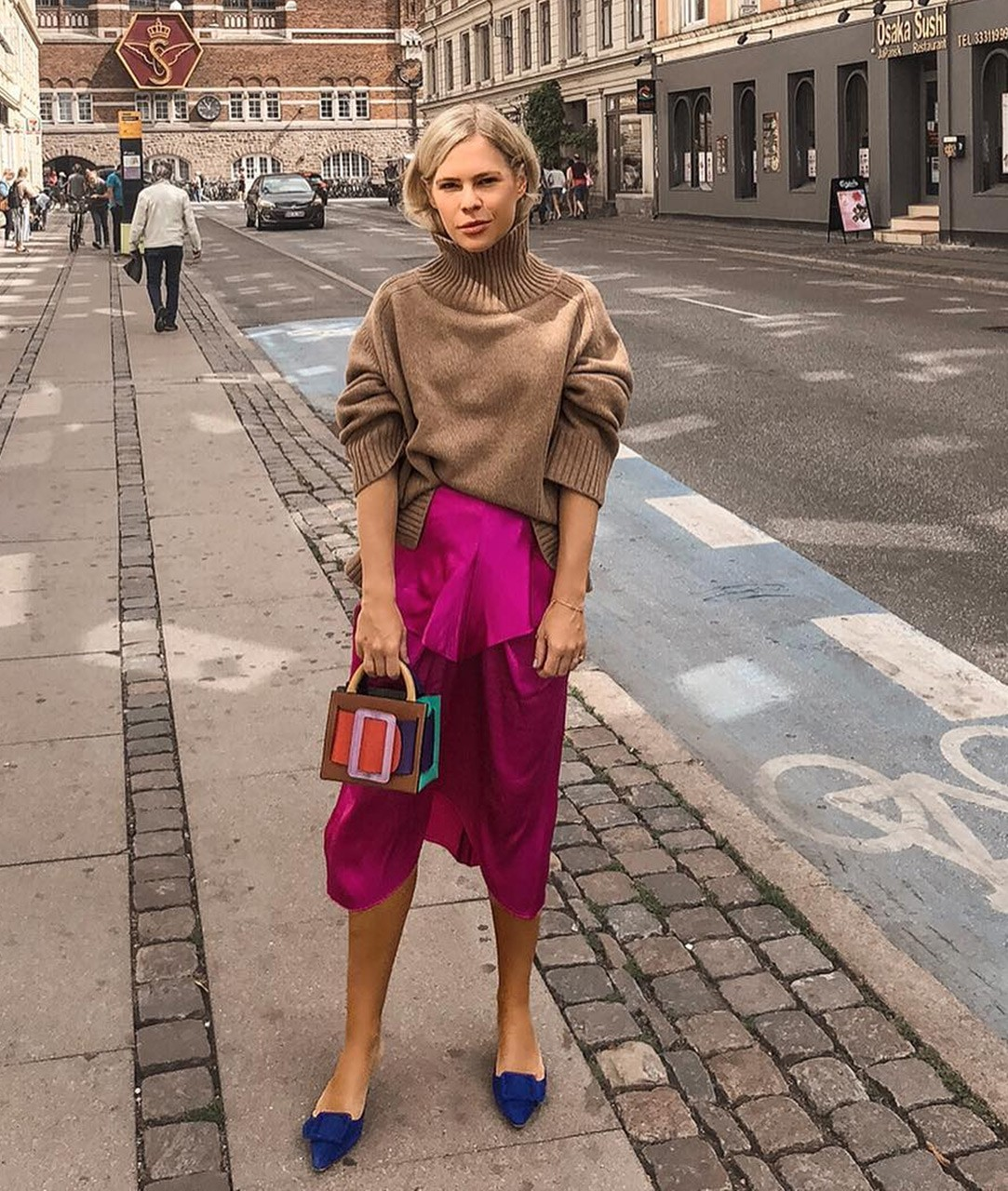 how-to-wear-bright-colors-in-fall-2.jpg