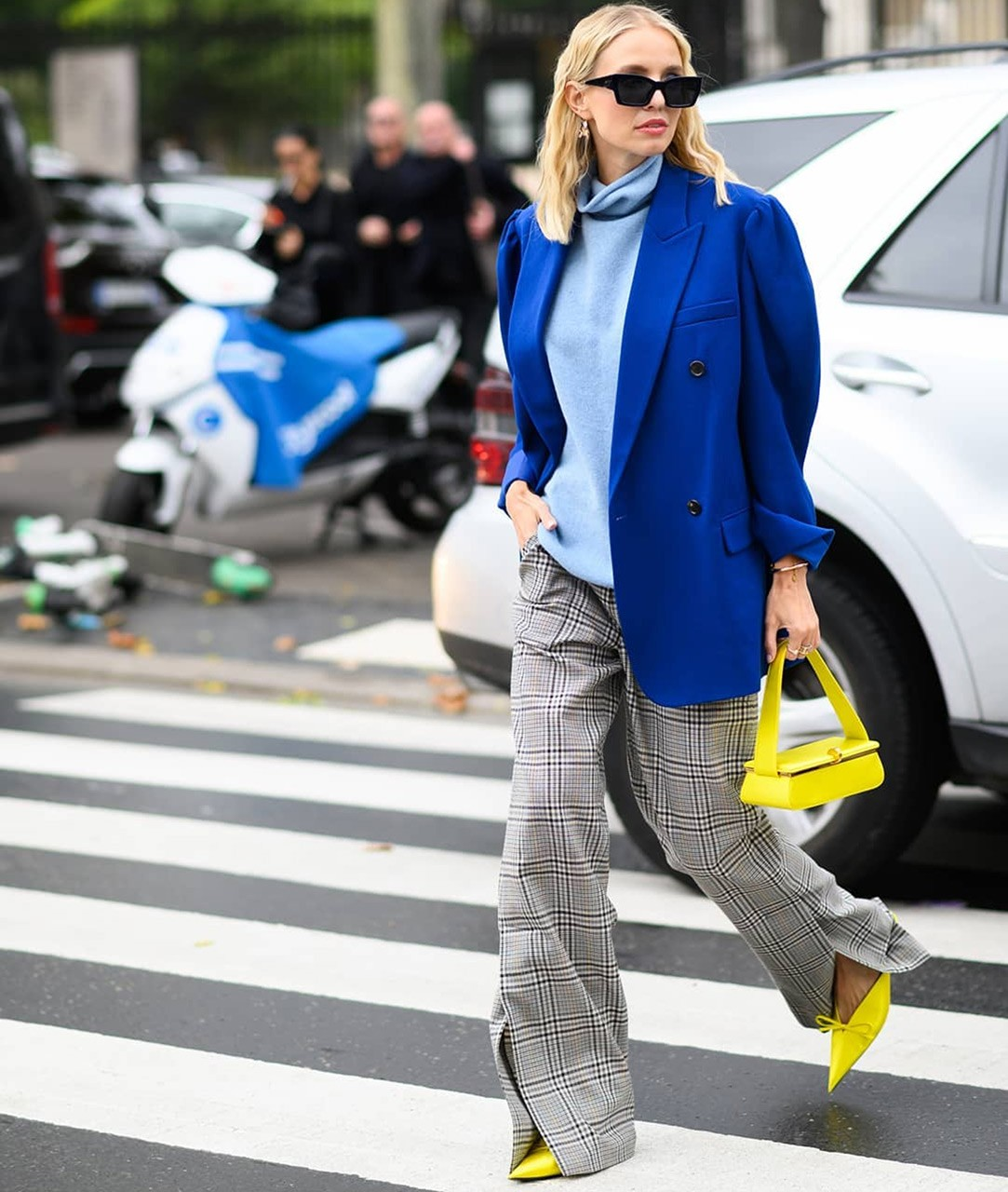 how-to-wear-bright-colors-in-fall-3.jpg