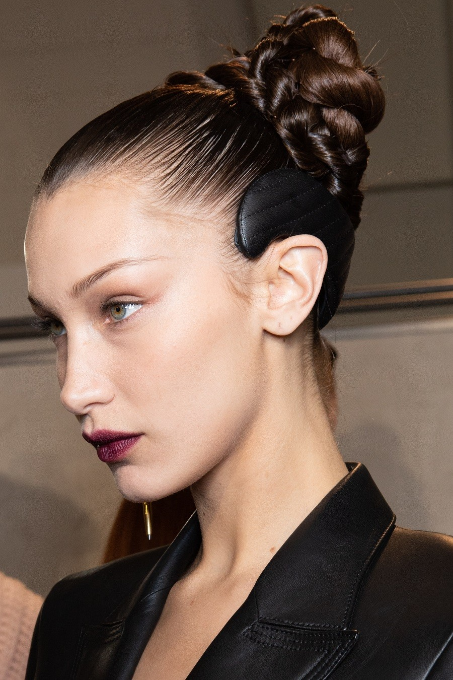 milan-fashion-week-beauty-fendi-bella-hadid.jpg