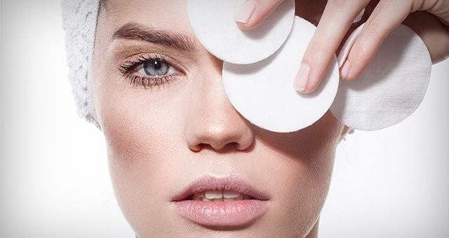 loreal-paris-bmag-article-how-to-take-makeup-off-without-makeup-wipes-m.jpg