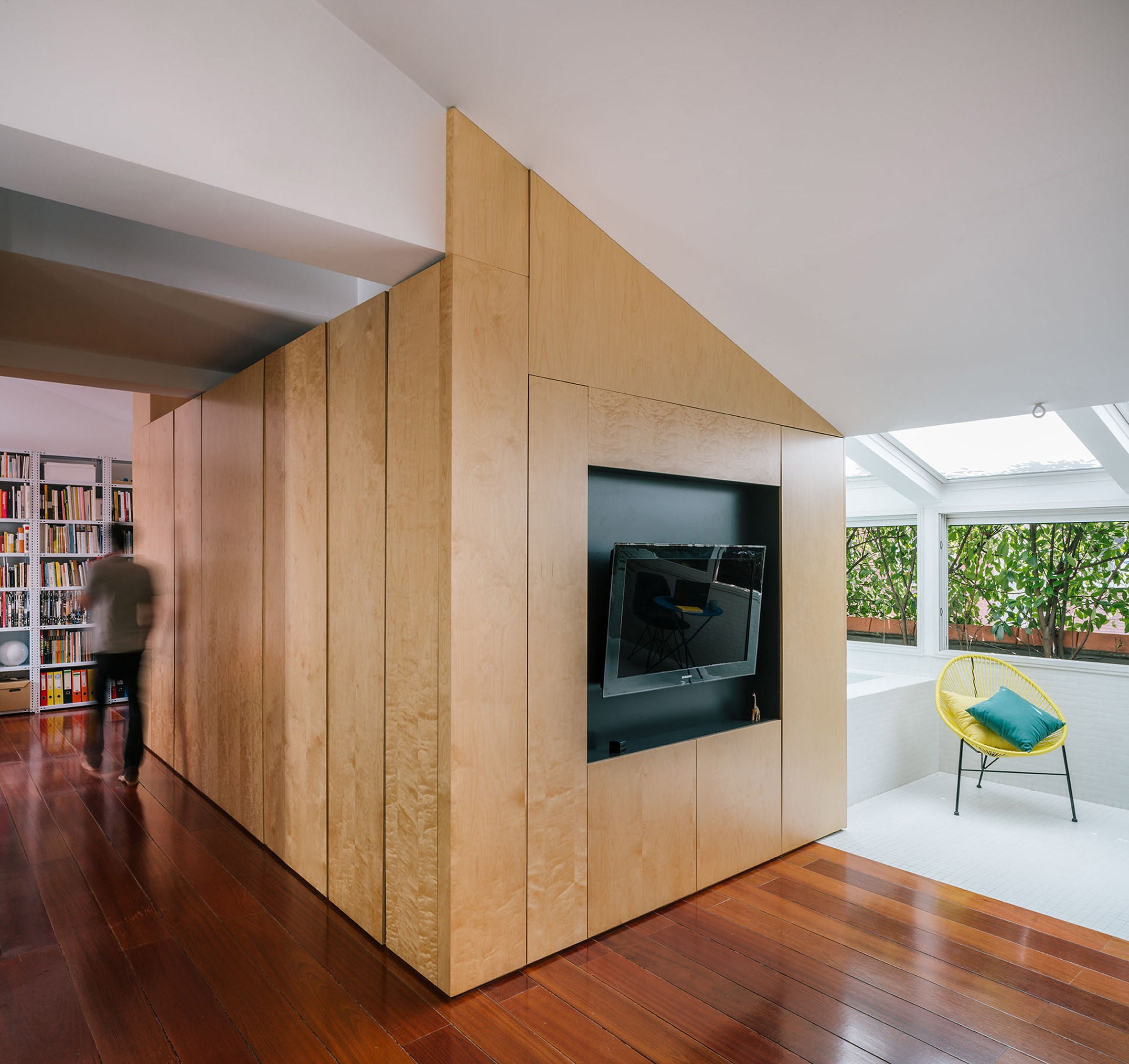 g-house-gon-architects-interiors-dezeen-2364-col-26-4uMbB.jpg