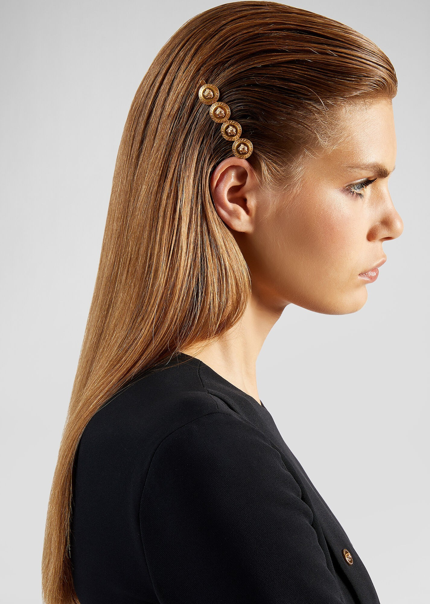 90-dgvg459-djmt-kot-23-leftmedusatributehairclip-hairclipsandbrooches-versace-online-store-2-3.jpg
