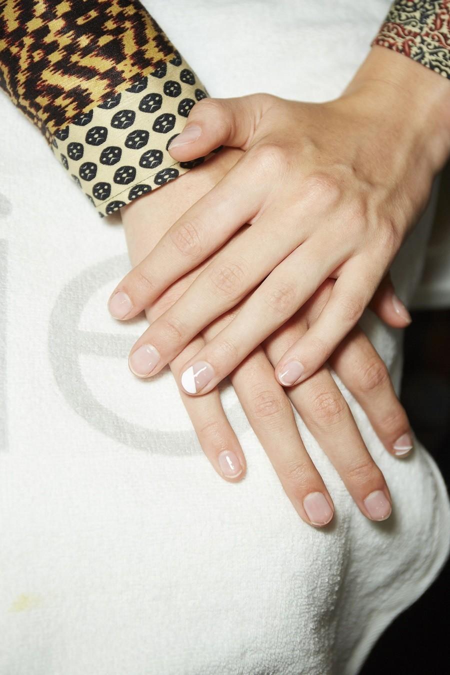 hbz-nails-essie-fw-sep18-monse-051-1536935939-4tdaA.jpg