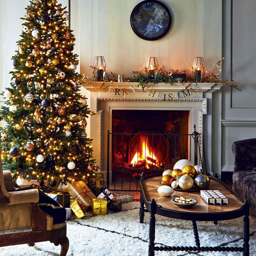 classic-christmas-living-room-with-tree-and-garland.jpg