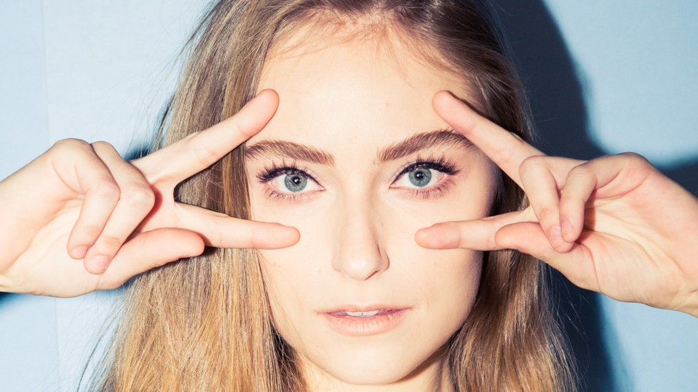 holiday-eyelashes-10-1-make-eyelash-extensions-last-longer-homepage.jpg