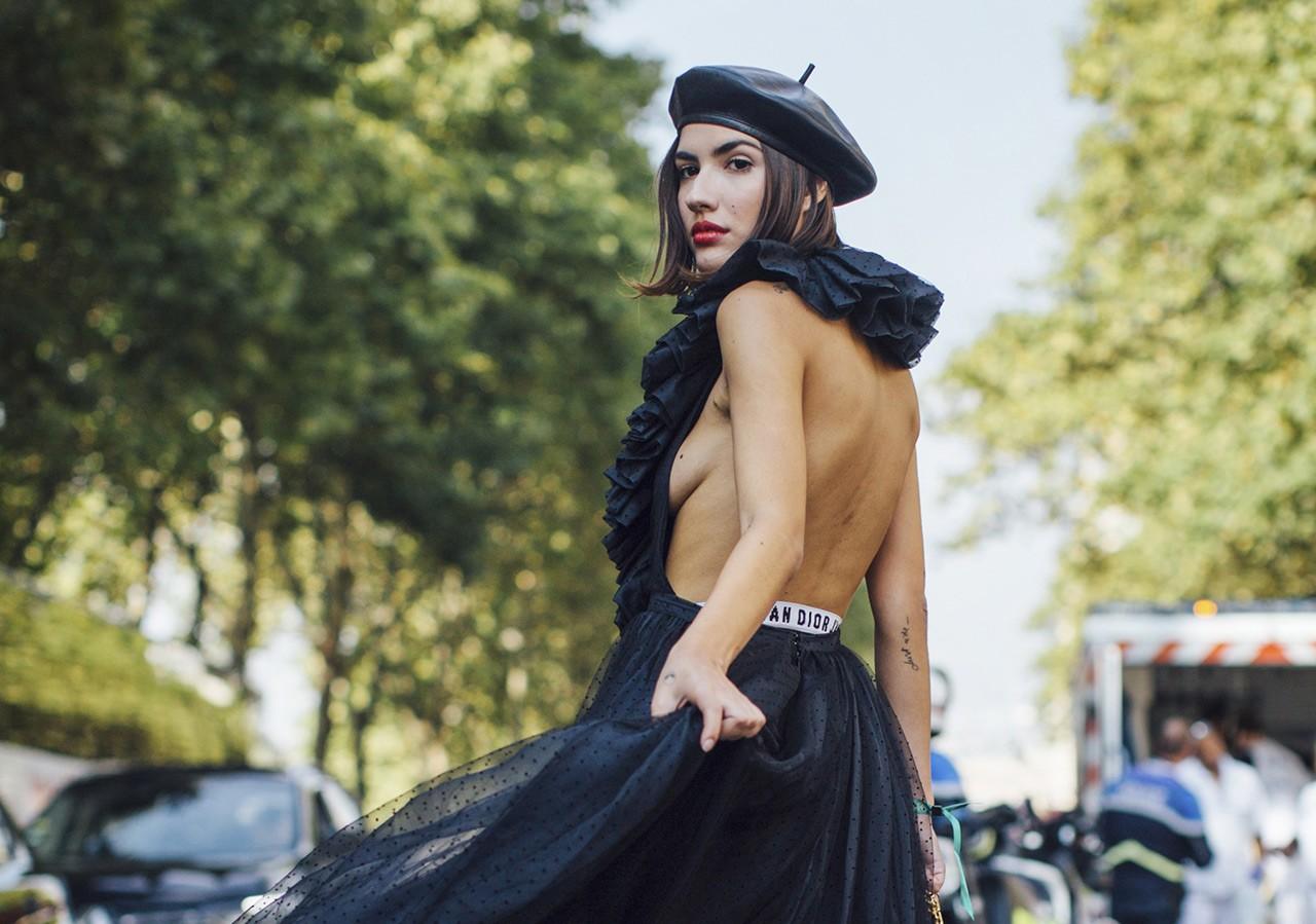 Πώς να στηρίξετε το στήθος σας όταν φοράτε αποκαλυπτικά ρούχα - GLOW.GR de1360c2b90