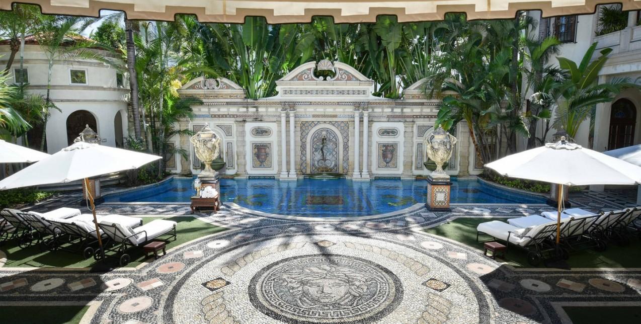 Μπορείτε να μείνετε στο εμβληματικό σπίτι του Gianni Versace
