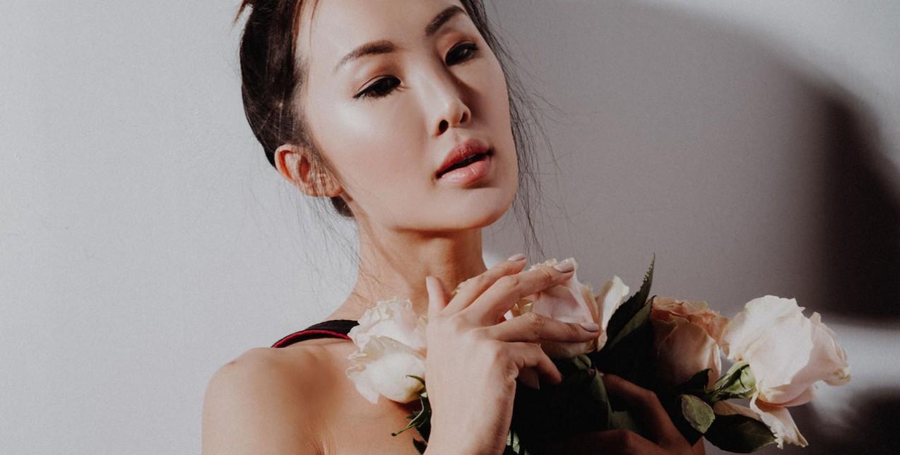 Floral-inspired καλλυντικά που πρέπει να αποκτήσετε την άνοιξη