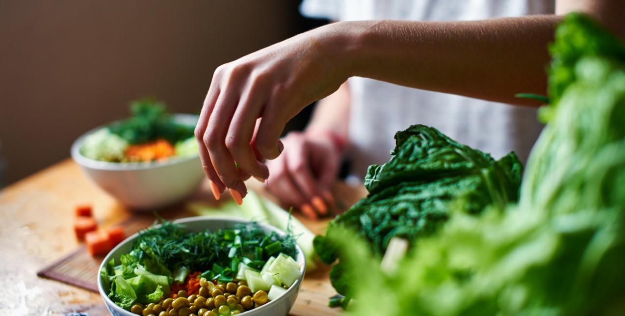 Ποιες τροφές να επιλέξετε και ποιες να αποφύγετε για να χάσετε βάρος