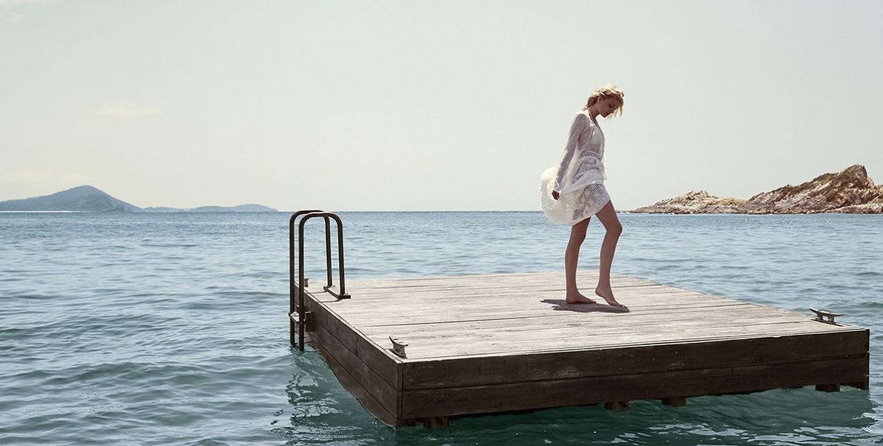 Τα 4 κομμάτια που συνθέτουν το τέλειο beach look