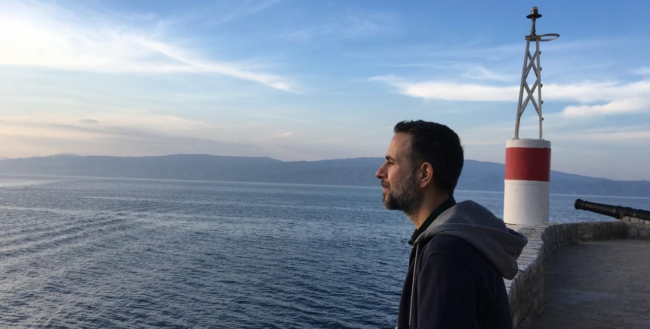 Ο συγγραφέας Χρήστος Δασκαλάκης μας ξεναγεί στη φθινοπωρινή Ύδρα