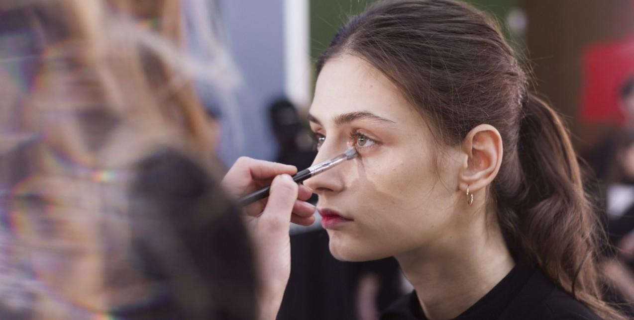 6 tips για να μην σπάσει ποτέ ξανά το concealer κάτω από τα μάτια σας