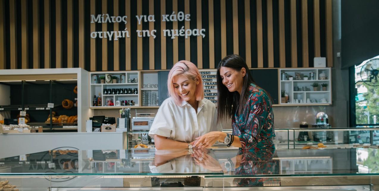 Μπήκαμε σε ένα από τα διαχρονικότερα ζαχαροπλαστεία της Θεσσαλονίκης και μάθαμε την ιστορία του