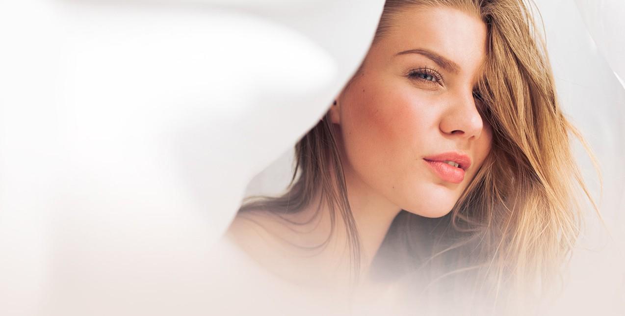 Xmas insta-beauty: 3+1 top μυστικά ομορφιάς για να γίνετε η πρωταγωνίστρια των γιορτών