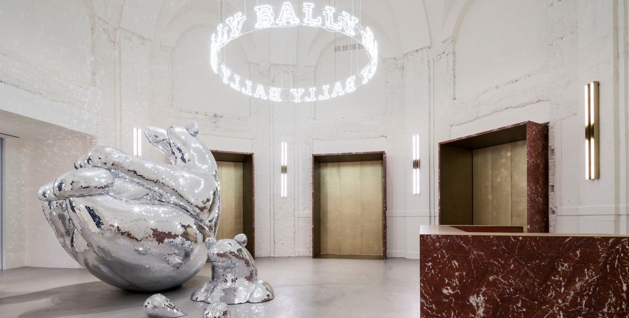 Ένα υπέροχο, νέο showroom ενός διάσημου οίκου άνοιξε τις πύλες του στο Μιλάνο