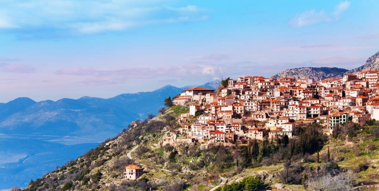 Η travel blogger Τίτη Βελοπούλου αποκαλύπτει τα μυστικά της Αράχωβας