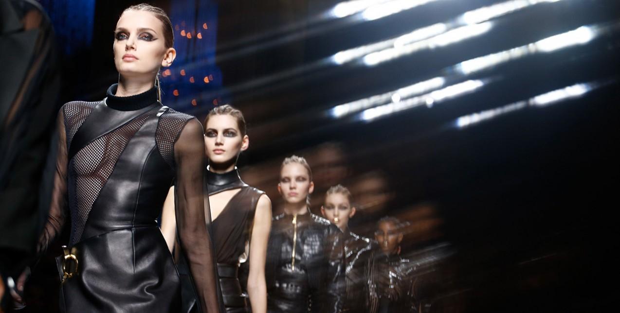 Here comes the Matrix look: Η τάση της σεζόν