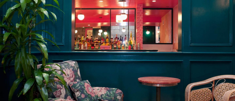 Περνώντας τη μυστική πόρτα ενός χολιγουντιανού speakeasy bar