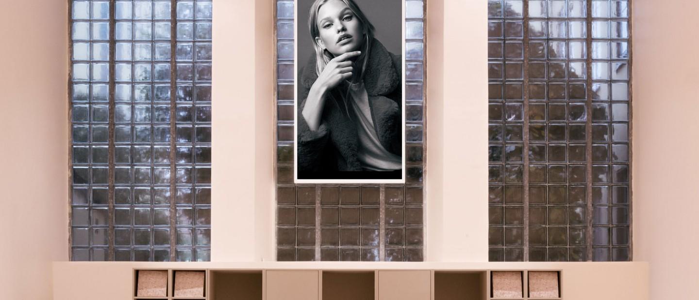 Ένα μινιμαλιστικό fashion concept store στη Στοκχόλμη που θα σας εντυπωσιάσει