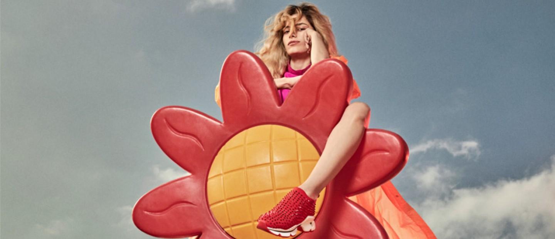 Οι κόκκινες σόλες του Christian Louboutin κοσμούν απίθανα sneakers