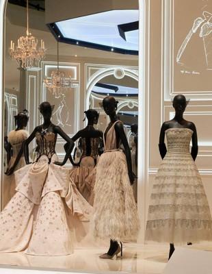 Ταξιδεύοντας στην ιστορία της μόδας με τον Christian Dior