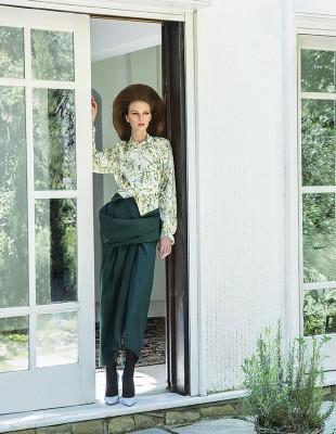 Το νέο fashion editorial του GLOW Μαΐου μας ταξιδεύει σε ανθισμένα μονοπάτια