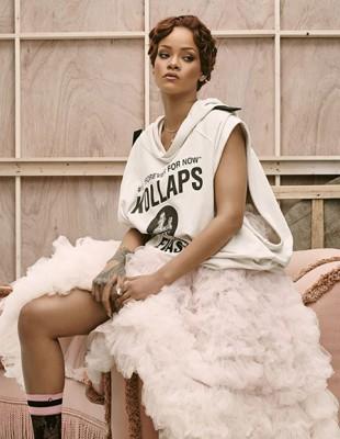 Μία super fashionable Christmas Collection με την υπογραφή της Rihanna