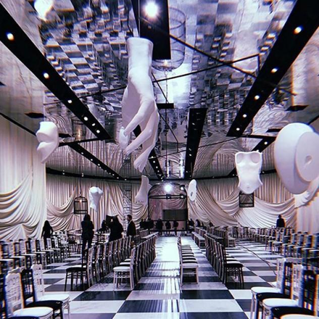Το σουρεαλιστικό Haute Couture show του οίκου Dior