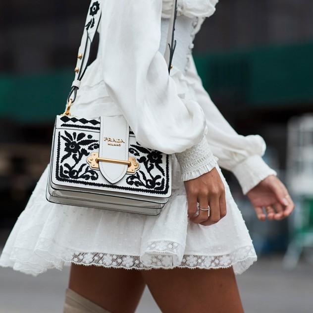 Το little black dress γίνεται λευκό και είναι ακαταμάχητο