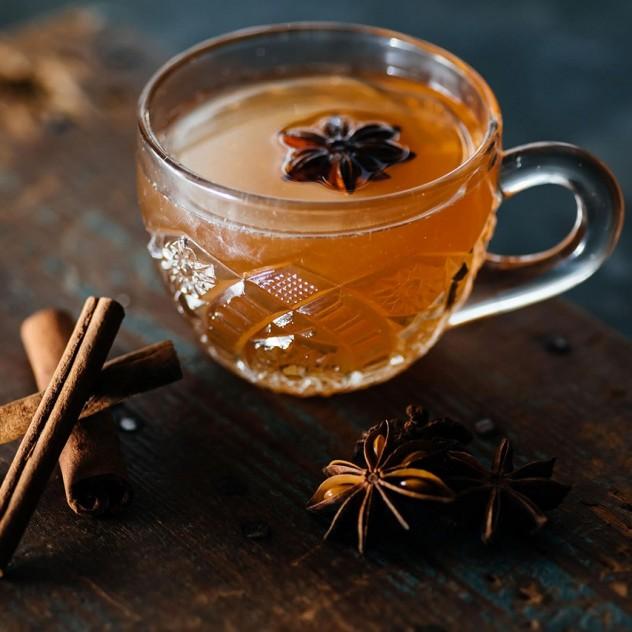 Τα εξαιρετικά hot cocktails που μπορείτε να φτιάξετε στο σπίτι