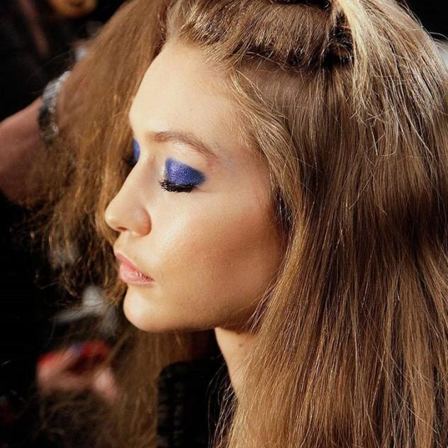 Πώς να μακιγιάρετε σωστά τα μάτια σας σύμφωνα με το σχήμα τους