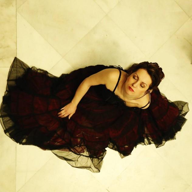 Η Χριστίνα Μαβίνη ενώνει αριστοτεχνικά ιστορία και μουσική