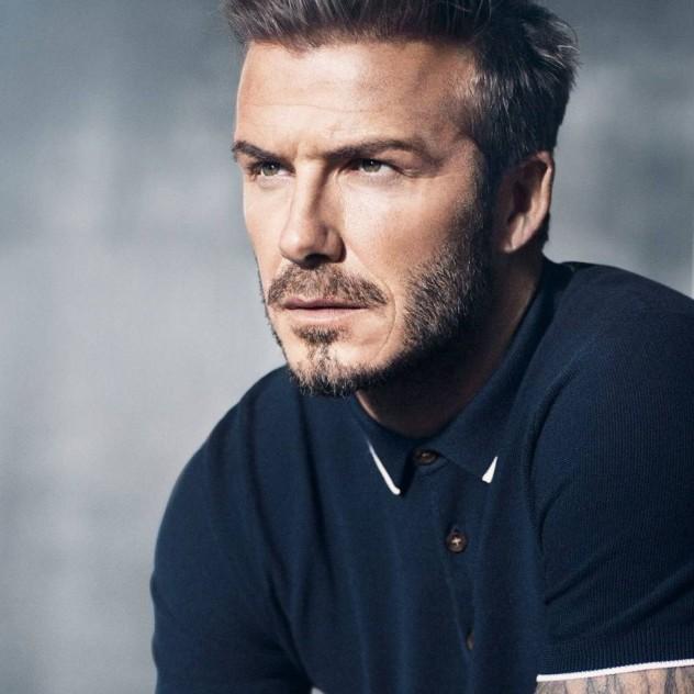 O super hot David Beckham απομυθοποιεί την αντρική skincare περιποίηση