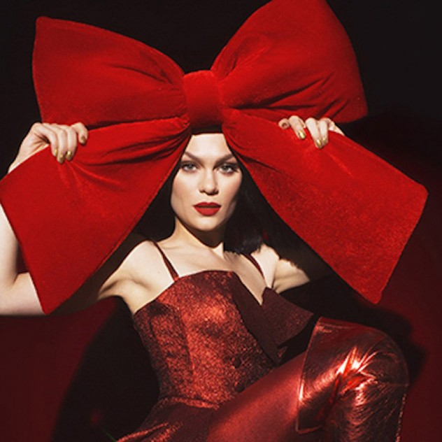 Η Jessie J καλωσορίζει με τον δικό της μοναδικό τρόπο τον Άγιο Βασίλη