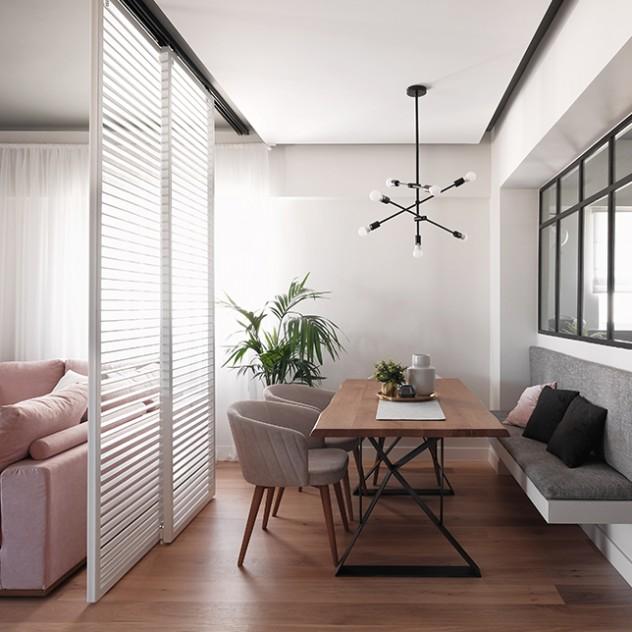 Μια ανακαινισμένη κατοικία στην Άνω Γλυφάδα προσφέρει απίθανη θέα και πρακτικές λύσεις