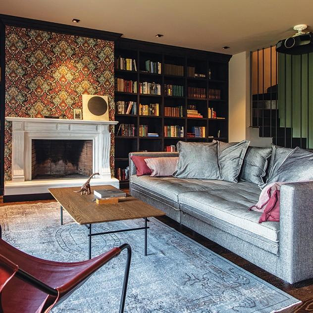 Ένα διώροφο διαμέρισμα στην Καλαμαριά εντυπωσιάζει με την αισθητική του