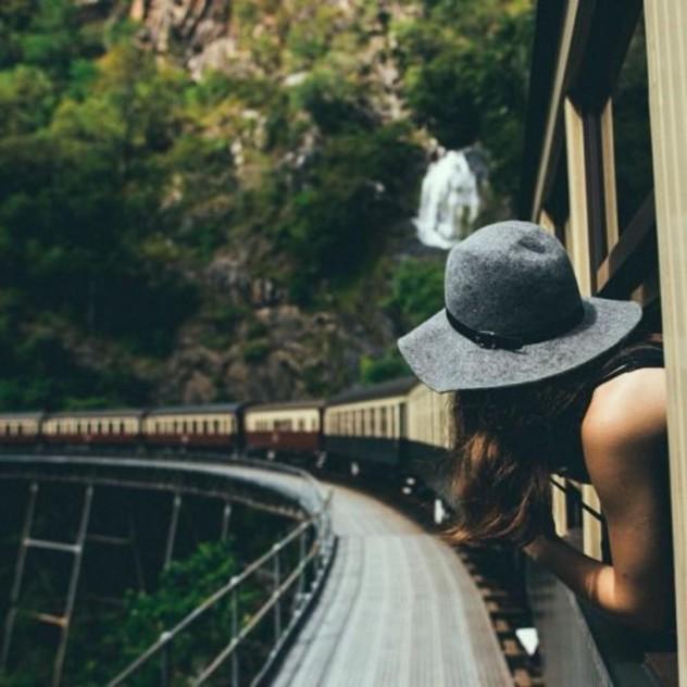 Πρέπει να δουλέψετε ενώ ταξιδεύετε; 7 tips που θα σας βοηθήσουν
