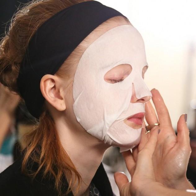 Έχετε face hangover; Αυτή είναι η skincare routine που πρέπει να ακολουθήσετε