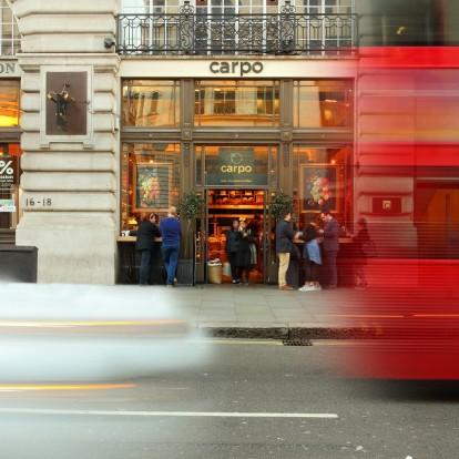 It's Carpo' clock: Το Λονδίνο απολαμβάνει τους ελληνικούς ξηρούς καρπούς