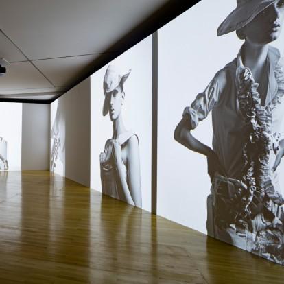 Jil Sander Present Tense: η πρώτη έκθεση αφιερωμένη στη διάσημη σχεδιάστρια