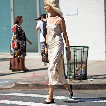 Slip dress: γιατί το αγαπάμε και πώς να το φορέσετε σωστά