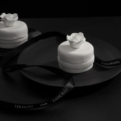 Οι πρώτες εικόνες από τα γλυκά της Vera Wang για τα Ladurée