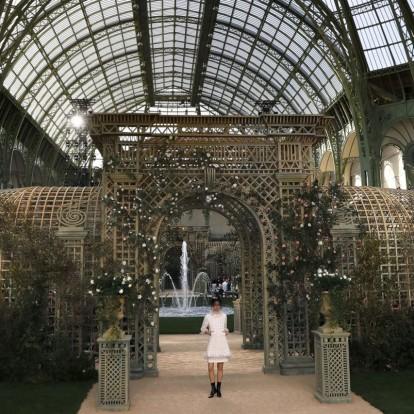 Το haute couture show της Chanel ταξιδεύει στους κήπους των Βερσαλλιών