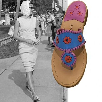 Τα φλατ σανδάλια της Jackie Kennedy επιστρέφουν
