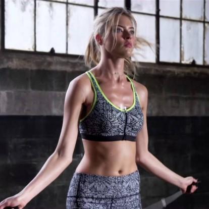 Κάντε σχοινάκι για να αποκτήσετε γυμνασμένο σώμα